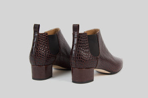 Pointy boots in dark brown leather