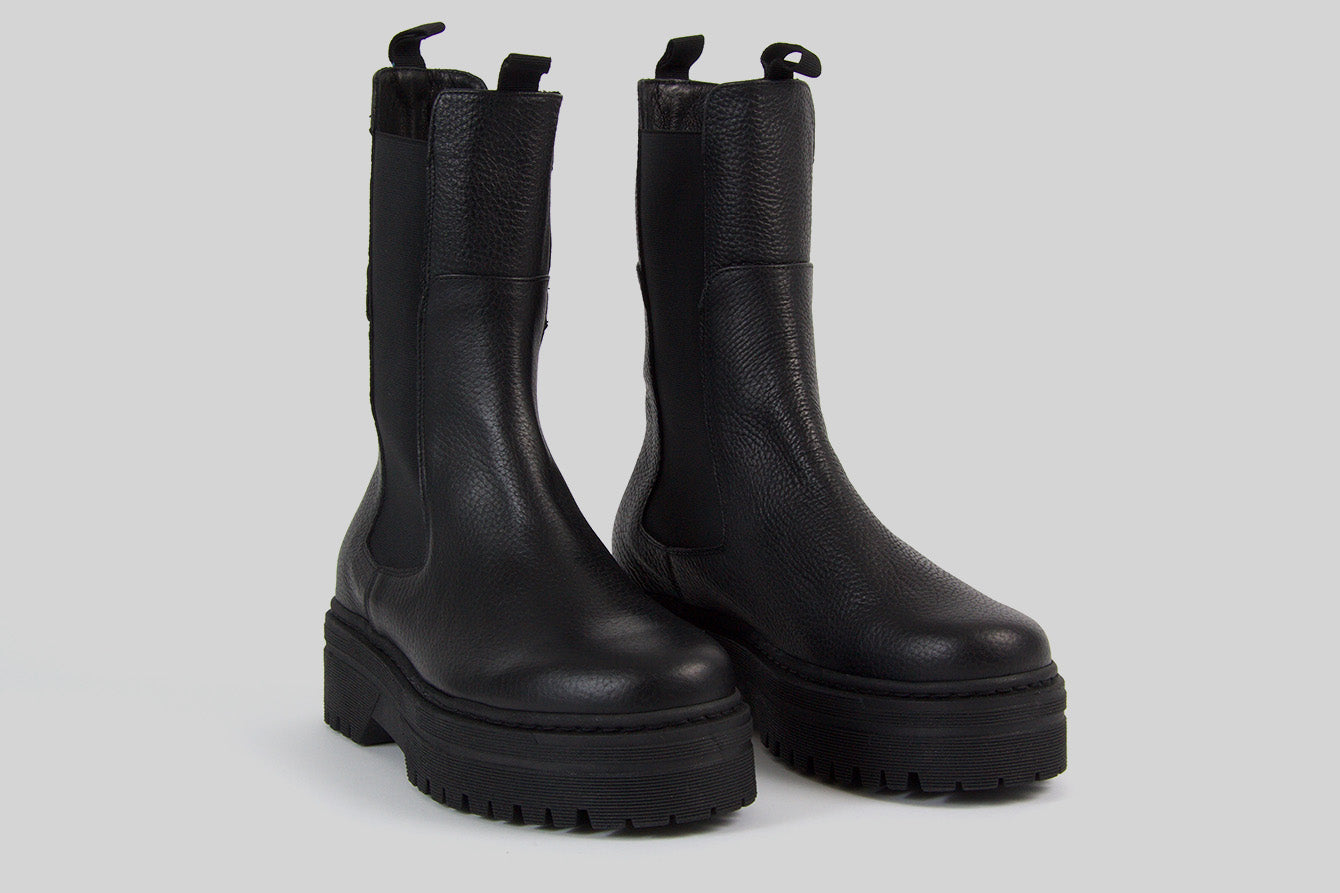 Chunky Chelsea women boots in black leather