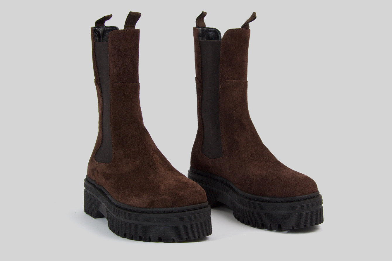 Chunky women chelsea boots in chocolate brown suede