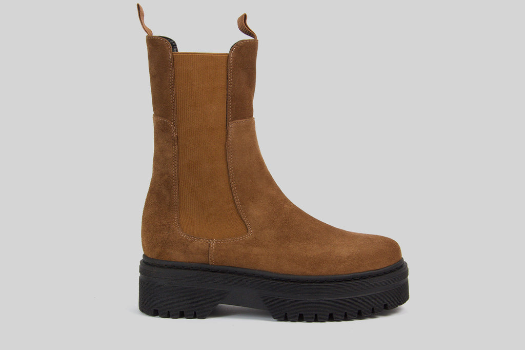 Chunky women chelsea boots in nougat brown suede