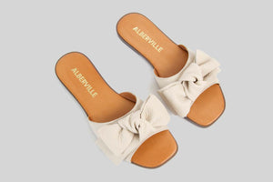 Beige open toe sandal with a bow