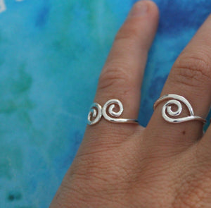 Rolling waves ring