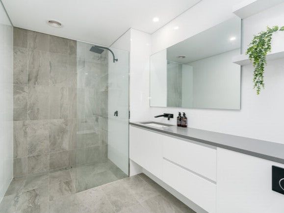 6 Signs You Need a Glass Shower Door