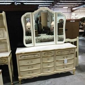 French Provincial w/9 Drawer Dresser & Mirror
