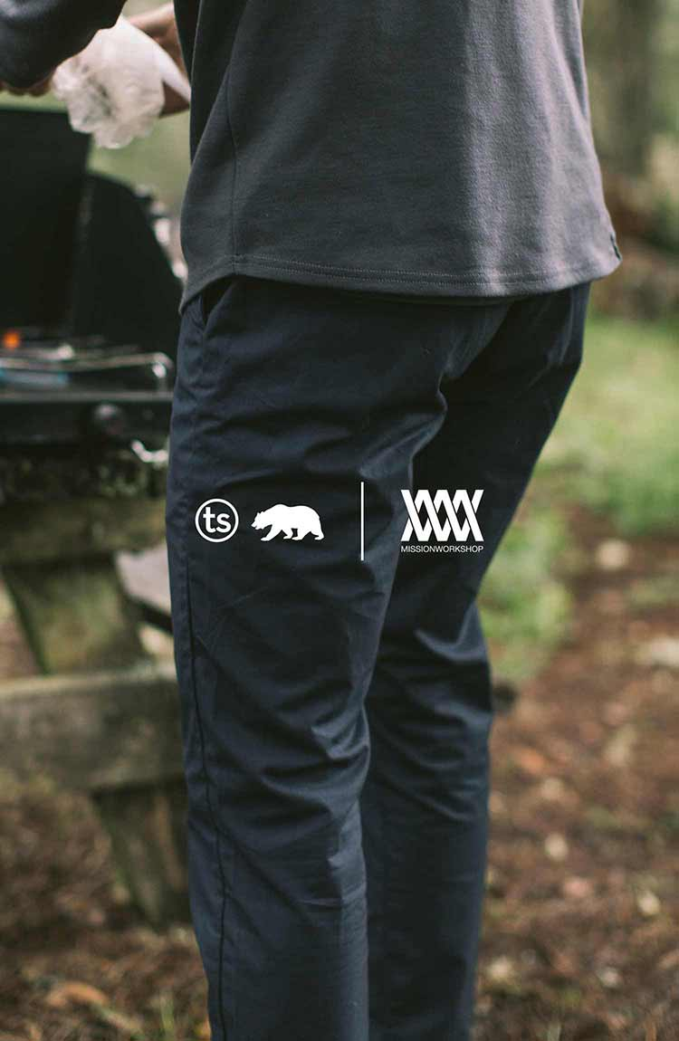 The North Coast Collection - The Travel Chino in Navy