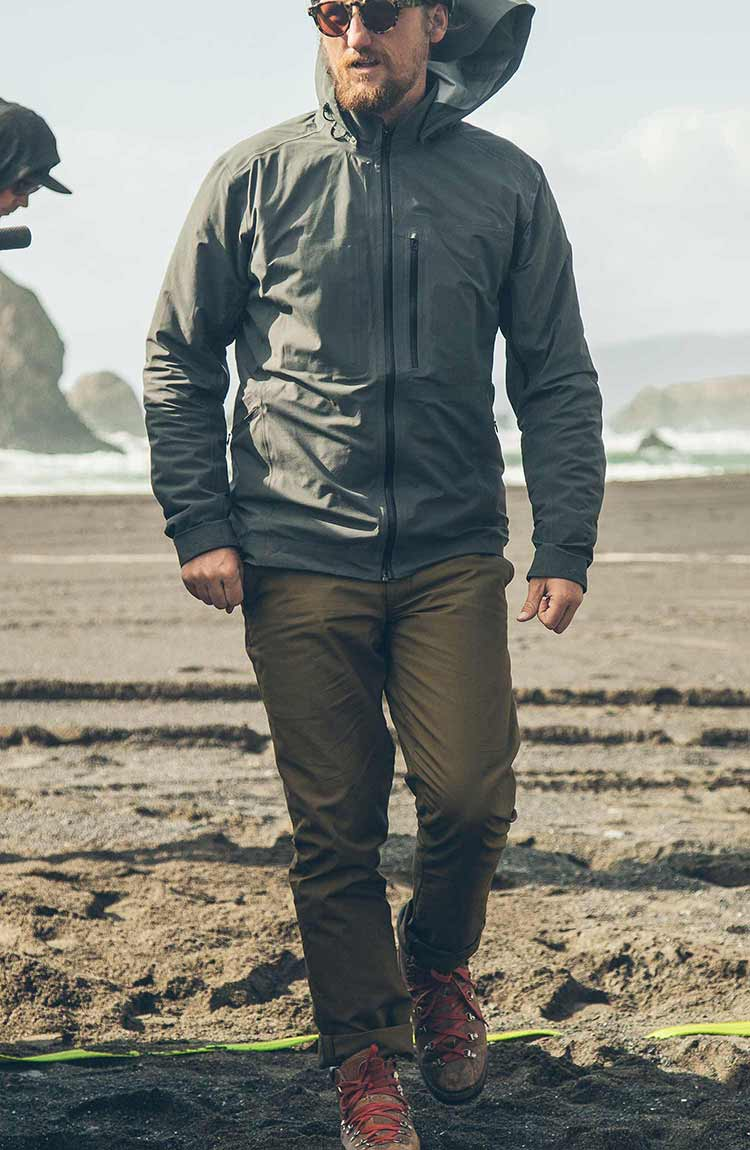 The North Coast Collection - The Travel Chino in Olive
