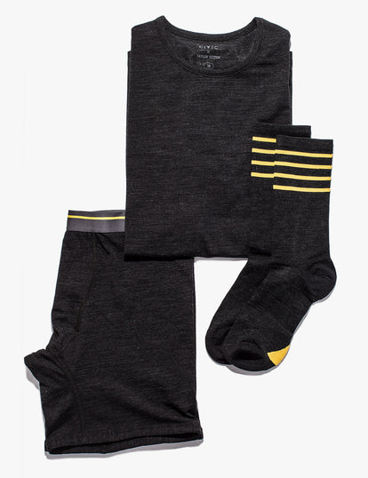Flatlay of our black merino products: boxers, socks and a tee.
