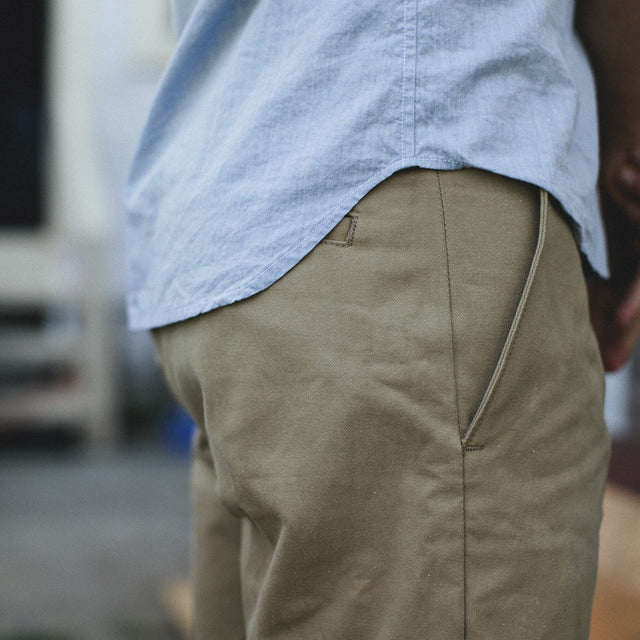 Traveler Shorts in Khaki Twill