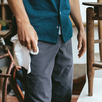 The Slim Chino in Organic Charcoal: Alternate Image 3