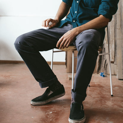 The Slim Chino in Organic Charcoal: Alternate Image 4