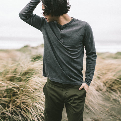 The Slim Chino in Organic Olive - alternate view