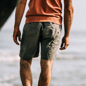 our fit model wearing The Après Short in Ash Hemp
