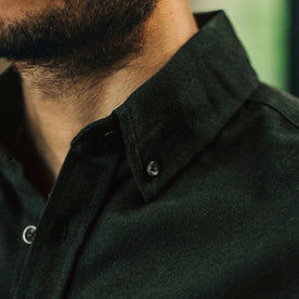our fit model wearing The Jack in Brushed Forest Oxford—cropped shot of collar
