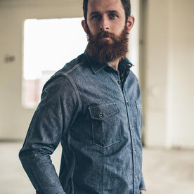 The Utility Shirt in Indigo Salt & Pepper Chambray fit model