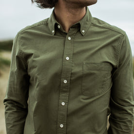 Our fit model wearing The Jack in Army Everyday Oxford.