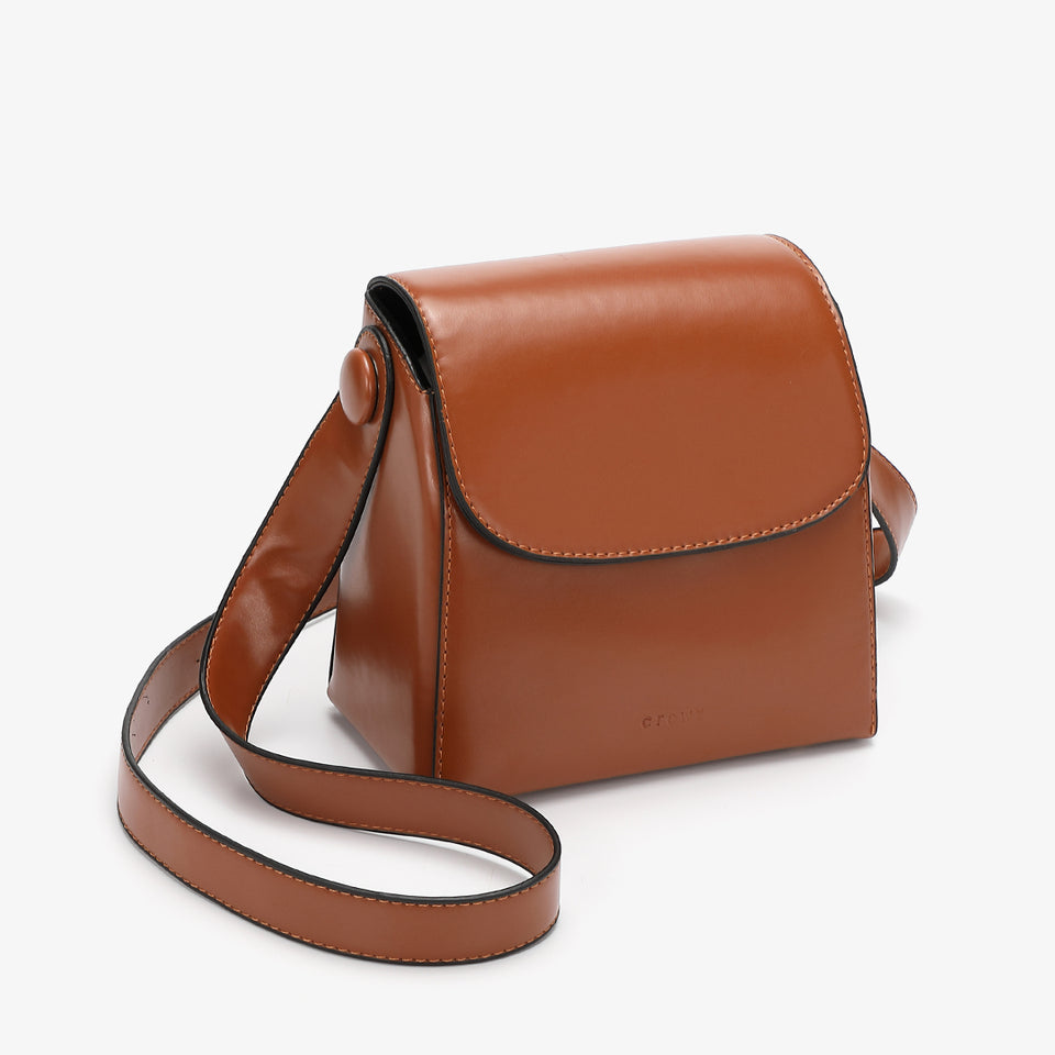 Retro streamlined PU leather crossbody bag in brown