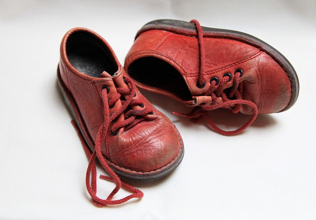 Shortening kids shoelaces kids shoe off