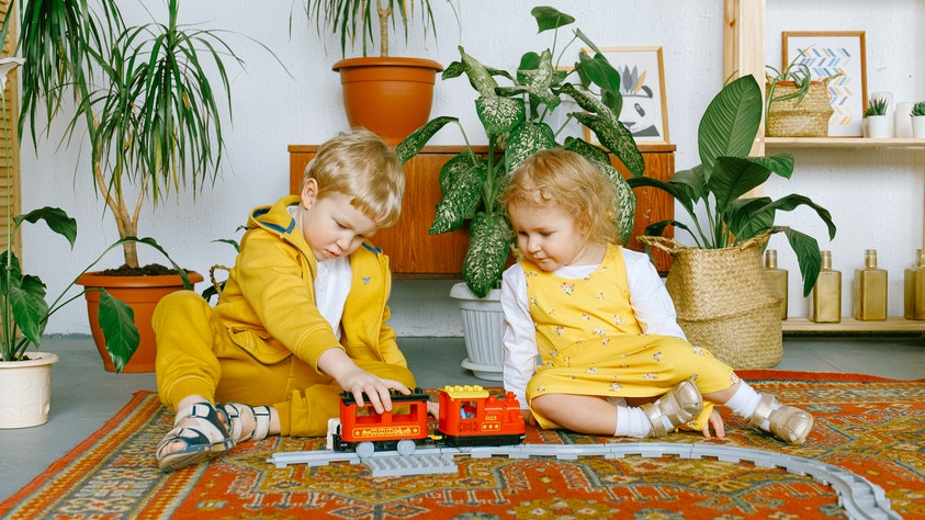 Birth Order and What It Means for Your Kids yellow siblings