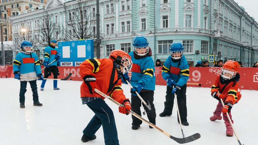 12 Classic Outdoor Games To Get Kids Outside And Moving! hockey kids