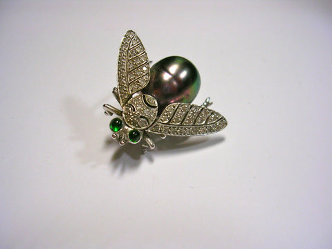 Buzzing Fly Pin With Black South Sea Pearl