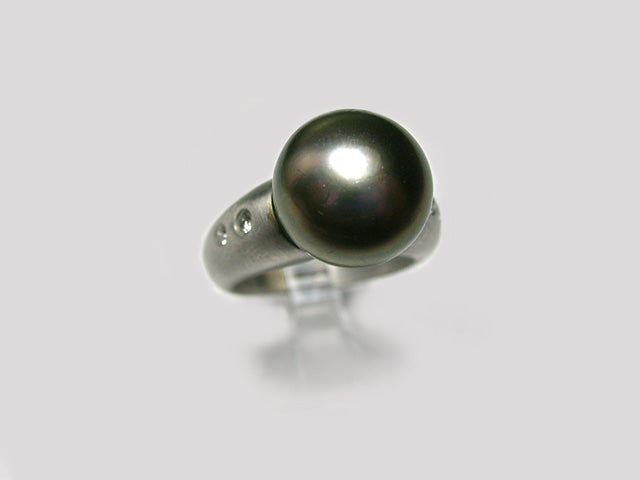 Grey South Sea Pearl Tapered Ring