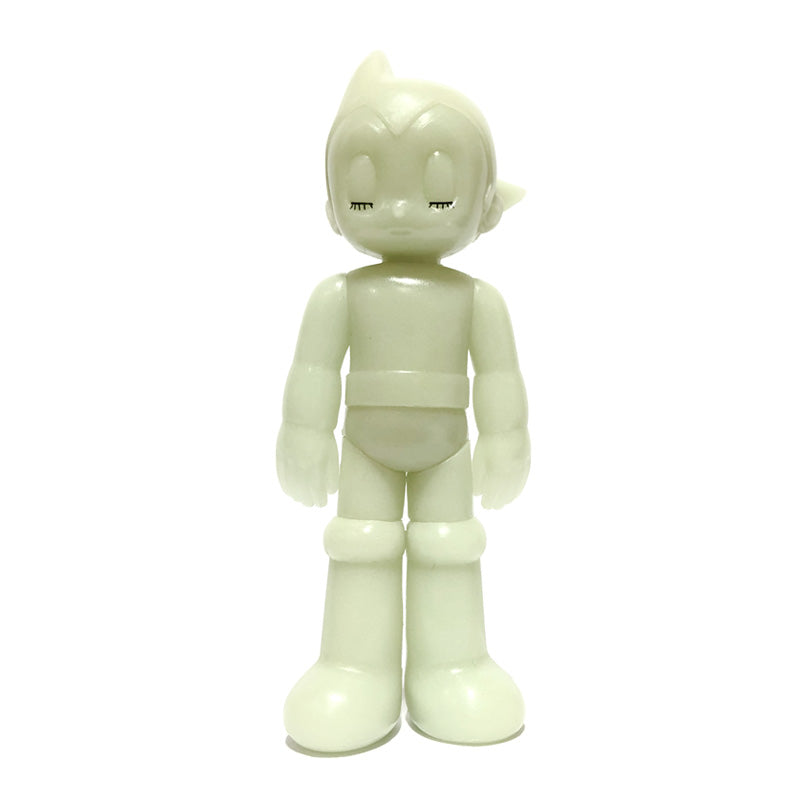 Astro Boy PVC GID (Closed eye)