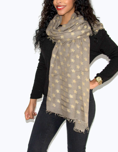 an image showing a beige star scarf
