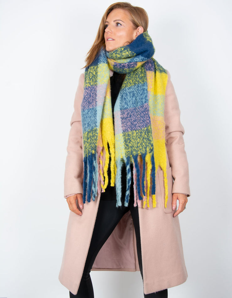 an image showing a yellow and blue blanket scarf