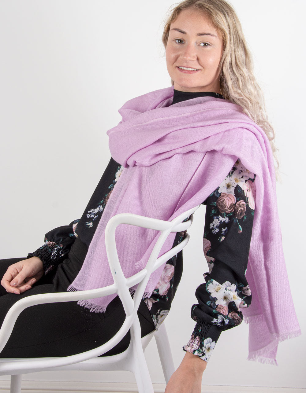 an image showing a pure cashmere pashmina in lilac