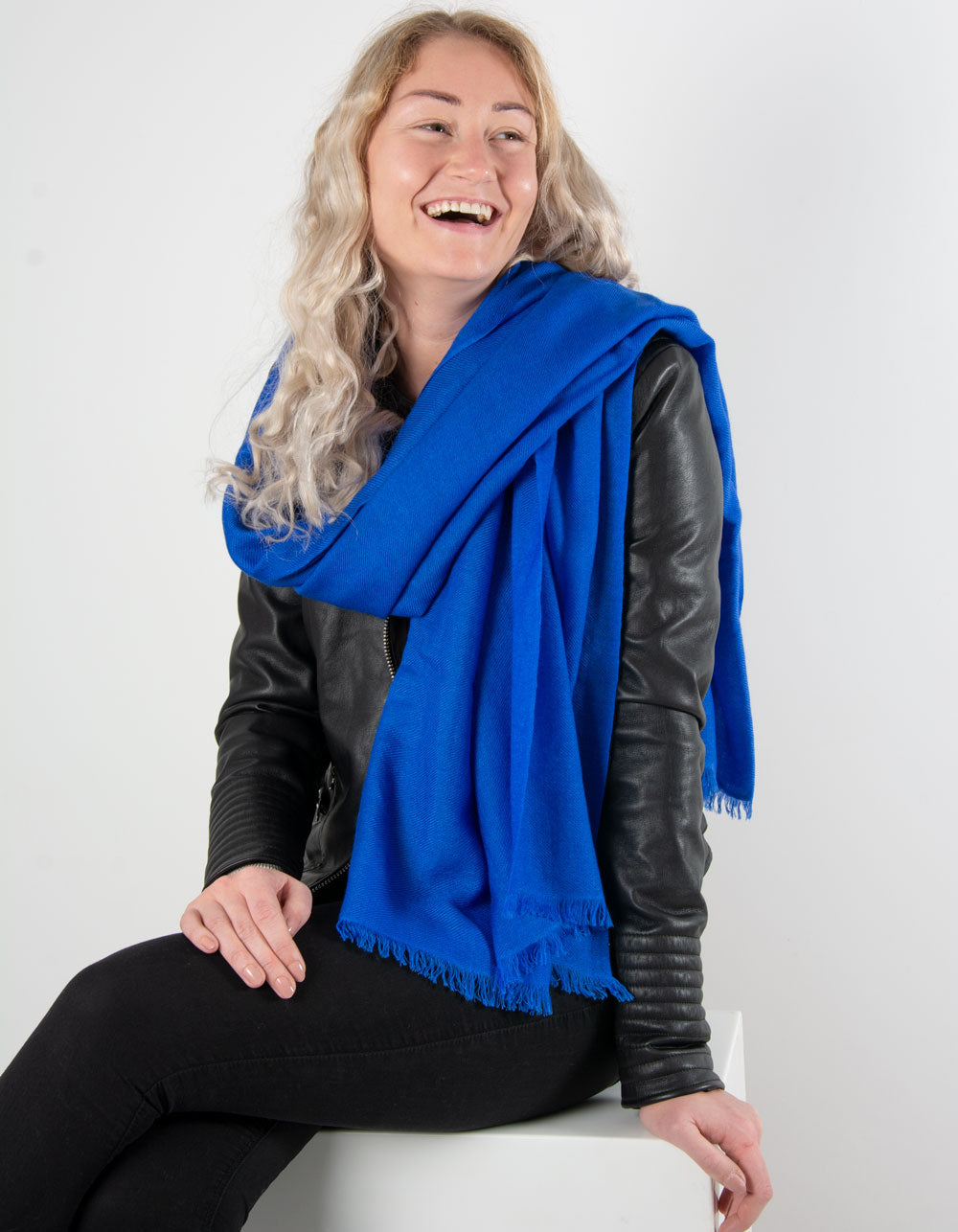 an image showing a pure cashmere pashmina in cobalt