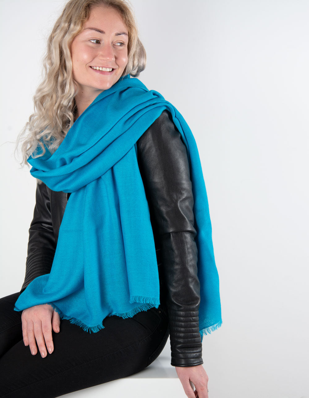 an image showing a pure cashmere pashmina in blue