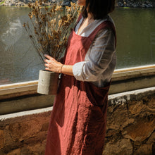 Load image into Gallery viewer, Olivar Apron in Burgundy