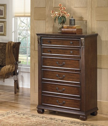 Ashley B526 Leahlyn Chest