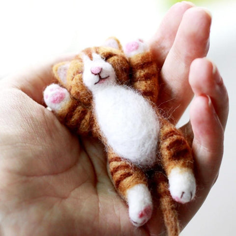 Lazy Cat Needle Felting Kit Lying in Hand (10cm) Default title 0
