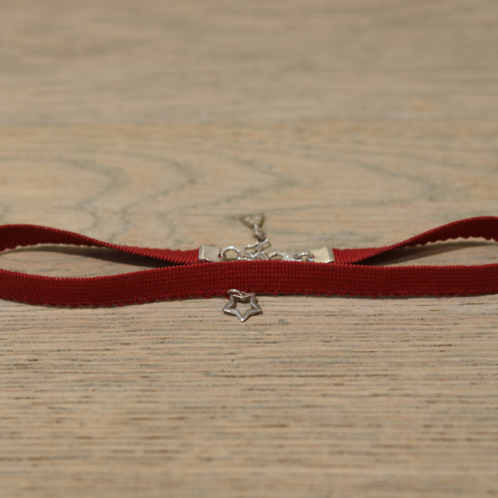 Bloodstone Jewels Ladies Small Lace Choker in Red