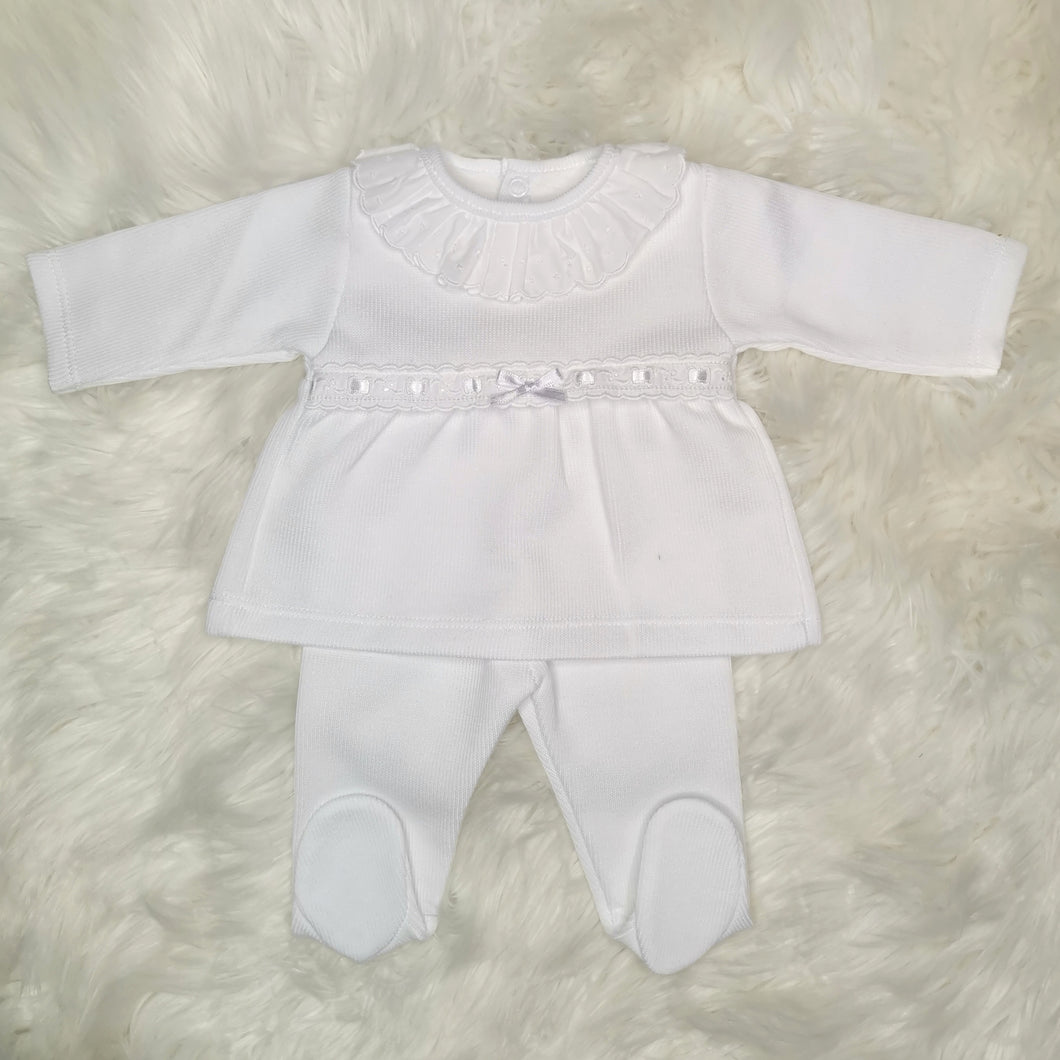 Unisex White Two Piece Outfit With Ruffle Collar