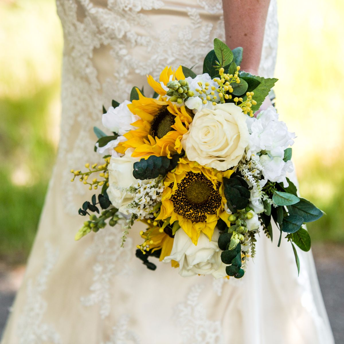 5 Crazy Reasons we Carry Flowers at Weddings