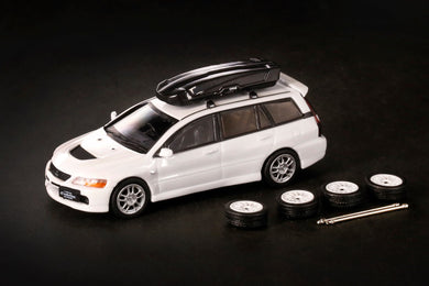 inno64 MITSUBISHI LANCER EVOLUTION IX WAGON with some extra parts