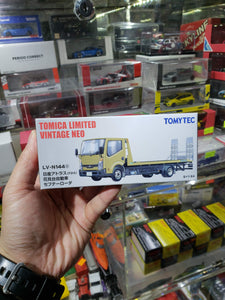 Tomica Limited Vintage Neo 1/64 TLV-N144c Nissan Atlas Auto Safety Loader Gold