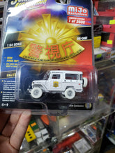 Load image into Gallery viewer, Johnny Lightning Mijo Exclusive Japan Metropolitian Police 1980 Toyota Land Cruiser White Lightning Chase