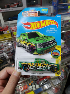 Hot Wheels 1/64 Chevy Silverado 200/250 US Card Art Cars