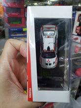 Load image into Gallery viewer, Tarmac Works 1/64 Mitsubishi Lanceo Evo V Champion's Meeting 1998 Richard Burns