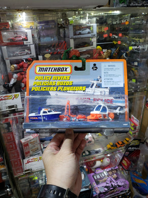 Matchbox 1/64 Hitch & Haul 1997 POLICE DIVERS BOAT & HELICOPTER #34697