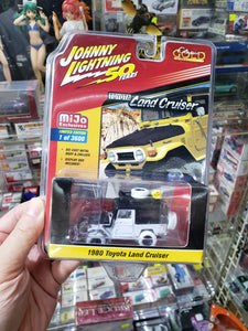 Johnny Lightning 1/64 50 Years Classic Gold 1980 Toyota Land Cruiser White Lightning Chase
