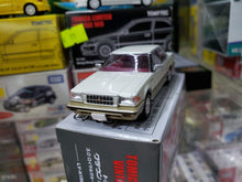 Load image into Gallery viewer, Tomica Limited Vintage NEO LV-N199a Toyota Crown 3.0 Royal Saloon G (Pearl)