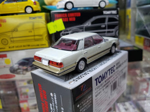 Tomica Limited Vintage NEO LV-N199a Toyota Crown 3.0 Royal Saloon G (Pearl)