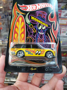 Hot Wheels 1/64 Japan Yokohama Custom 71 Datsun 510 Wagon Mooneyes Facing Right ( Free Shipping Worldwide !!! )
