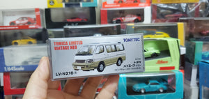Tomy Tomica 1/64 Tomytec LV-N216a Toyota Hiace Wagon Living Saloon EX Beige