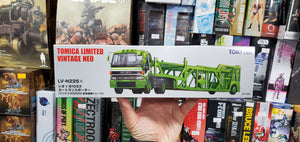 Tomy Tomica Tomytec TOMICA LIMITED VINTAGE NEO LV-N225a ISUZU 810 EX  TRACTOR + ANTICOASZ022 CAR TRANSPORTRE S=1/64