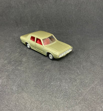 Load image into Gallery viewer, Takara Tomy Tomica TOYOTA NEW CROWN